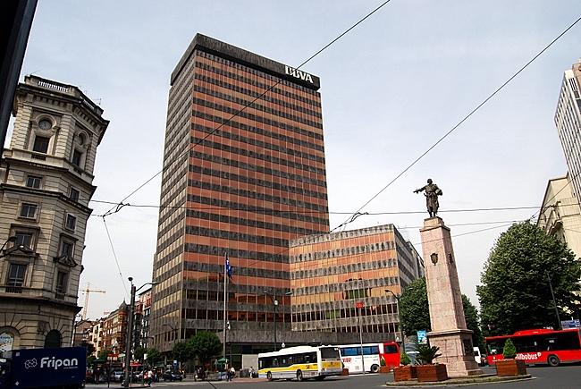 Edificio del BBVA situado en la plaza de España de Bilbao (Vizcaya)